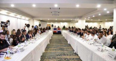 Diálogo de los jóvenes se celebra con presencia de los partidos políticos