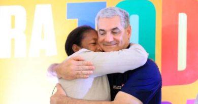 Gonzalo promete igualdad para mujeres y Margarita aboga por mejores salarios para el sector