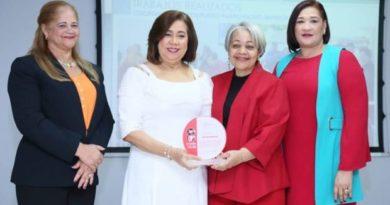 Ministerio de la Mujer reconoce labor de Jacinta Estévez en la Alcaldía de Santo Domingo Este.