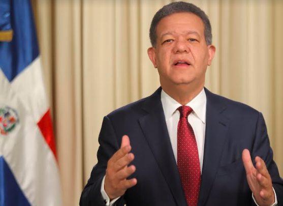 Leonel propone dar fondos a informales