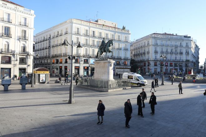 Madrid amanece paralizada ante la amenaza del coronavirus