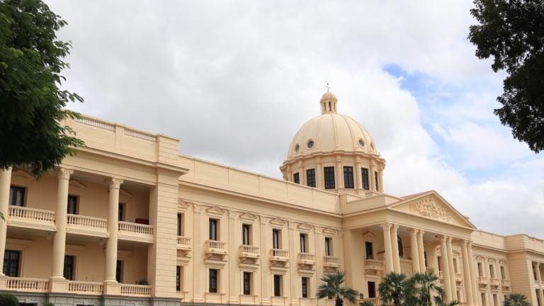 Presidente Medina declara de emergencia compras de bienes para iniciativas contra coronavirus