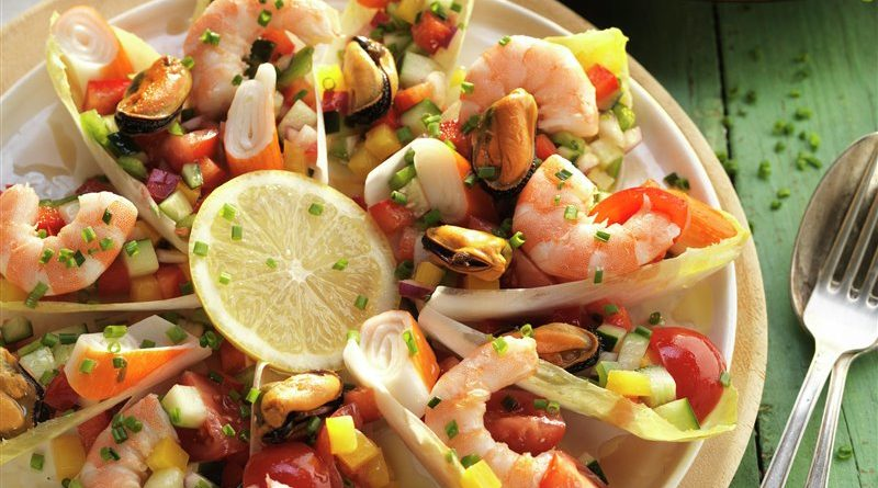 Endibias con salpicón de marisco