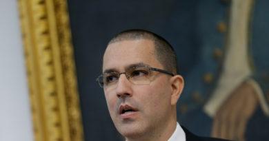 """Venezuela califica las acusaciones """"infundadas"""" de EE.UU. como una """"nueva modalidad de golpe de Estado"""""""