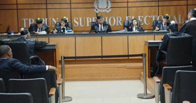 Aspirante a diputados del PRM someten amparo en reclamo de inscripción en JCE