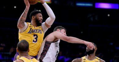 Jugadores de los Lakers se ponen en cuarentena tras los positivos de Brooklyn