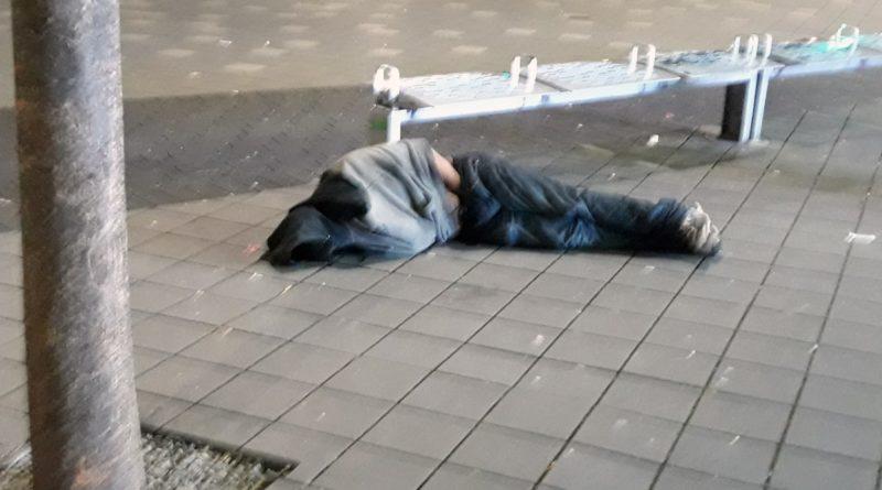 Desamparados siguen durmiendo en calles, parques y plazas del Alto Manhattan en medio de la crisis del coronavirus