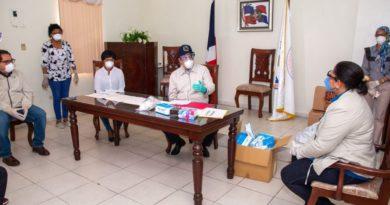 28 enfermeras han dado positivo al COVID-19; Abinader se reúne con ellas y les dona mascarillas