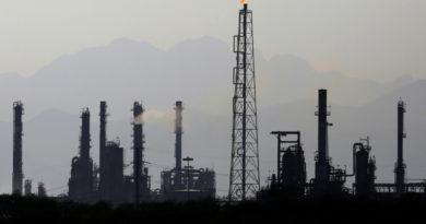 El precio del petróleo WTI vuelve a caer por debajo de 0 dólares, tras retornar por un rato a terreno positivo