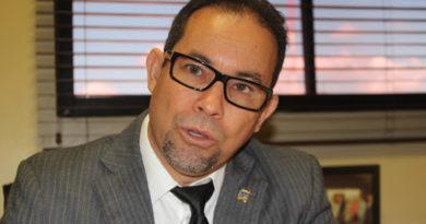 Diputado Amado Diaz llama ¨abusadores¨ dueños de colegios privados, dice presionan por cobro mensualidad