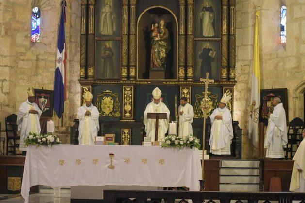 Monseñor Francisco Ozoria llama a los sacerdotes y diáconos a ser solidarios