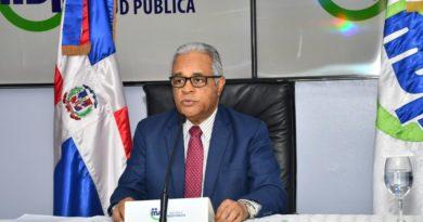 Ministro de salud rechaza denuncias sobre «compras irregulares» y explica sobreprecios