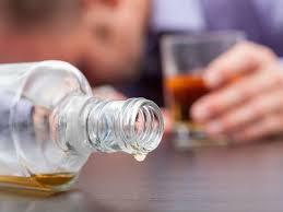Mueren al menos ocho personas más tras ingerir alcohol adulterado