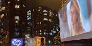 Una pantalla gigante recorre Bogotá para llevar el cine a los balcones