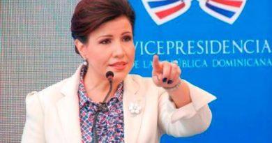 """Vicepresidenta llama a beneficiarios de """"Quédate en casa"""" a hacer una compra consciente"""