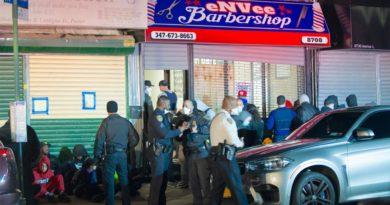Docenas arrestados en filmación de video del rapero Kelly King Kelly en barbería de Brooklyn violando distancia y uso de mascarillas