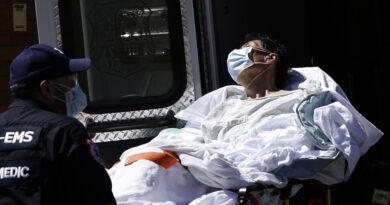 """Una enfermera denuncia """"asesinatos"""" por negligencia de pacientes de minorías étnicas con covid-19 en hospitales de Nueva York"""