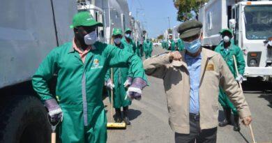 Alcalde SDE Manuel Jiménez supervisa empresa recolectora de basura en Brisas del Este
