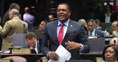 Diputado Pedro Botello organiza incidente en la Cámara de Diputados