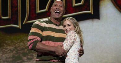 Dwayne Johnson y Emily Blunt serán superhéroes en Netflix