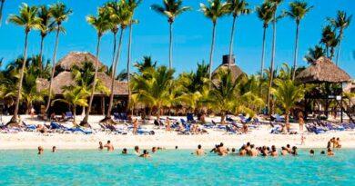 El país estará listo para reabrir el turismo en un mes, según ministro de Turismo