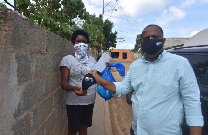 Felito Rodríguez realiza recorridos en barrios vulnerados de Santo Domingo Este.