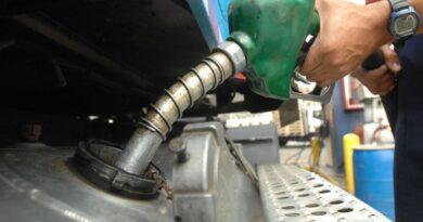 Precios de las gasolinas suben, otros combustibles bajan