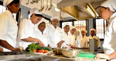 Escuela Hotelera Serranía convoca a estudiantes para becas de turismo y anunció nuevas normas para selección