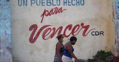 Cuba lucha contra el virus en plena caída libre de su economía