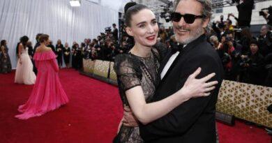 Joaquin Phoenix y su prometida Rooney Mara esperan su primer hijo
