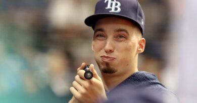 Blake Snell critica que MLB quiera reducir sueldos a peloteros