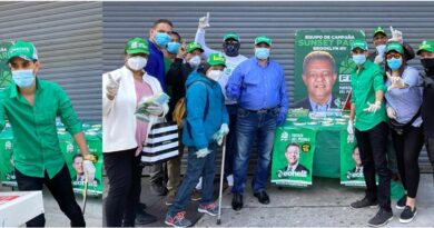 Jóvenes de la FP distribuyen en Brooklyn cientos de mascarillas y guantes en operativo contra coronavirus