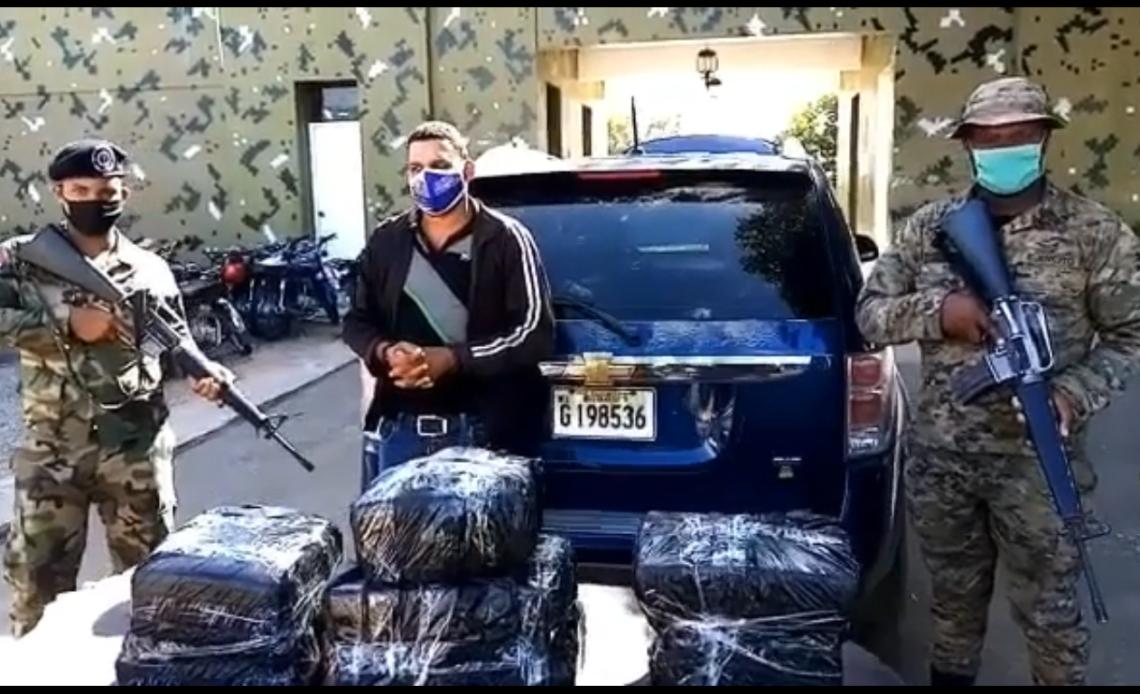 Ejercito RD detiene un hombre con 70 libras de marihuana en Dajabon