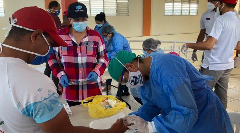 Amplio operativo de pruebas rápidas por COVID-19 en Santiago