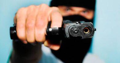 Asaltan a punta de pistola a dos mujeres en Villa Mella y les piden contraseña de sus celulares