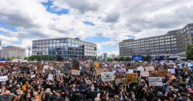 Detenidos y heridos por altercados tras manifestaciones pacíficas en Berlín