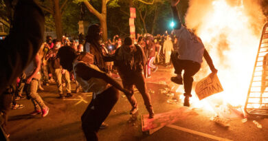 """EE.UU. asegura tener """"amplia evidencia"""" de que el movimiento Antifa está detrás de la violencia en las protestas en el país"""