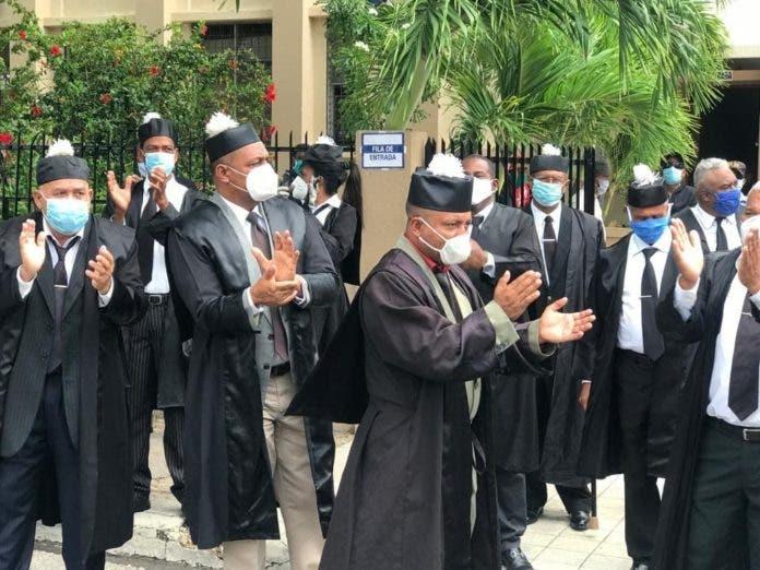 En Barahona abogados protestan en demanda de que Poder Judicial active labores