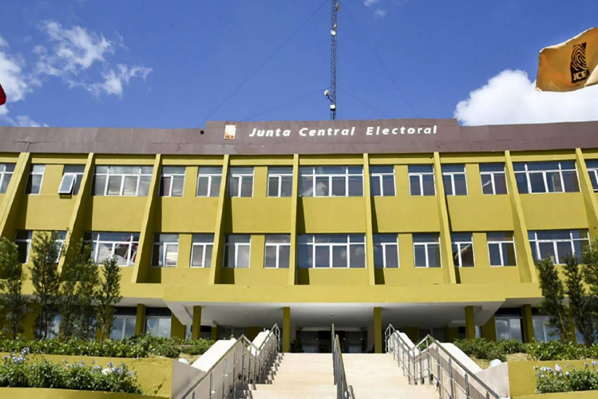 Gobierno deposita ante JCE monto de 1,000 millones de pesos para partidos políticos