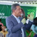 Leonel dice miles de dirigentes que juramenta en la FP abandonan el PLD por maltratos y exclusión Juramenta a cientos de expeledeístas de Santo Domingo Norte