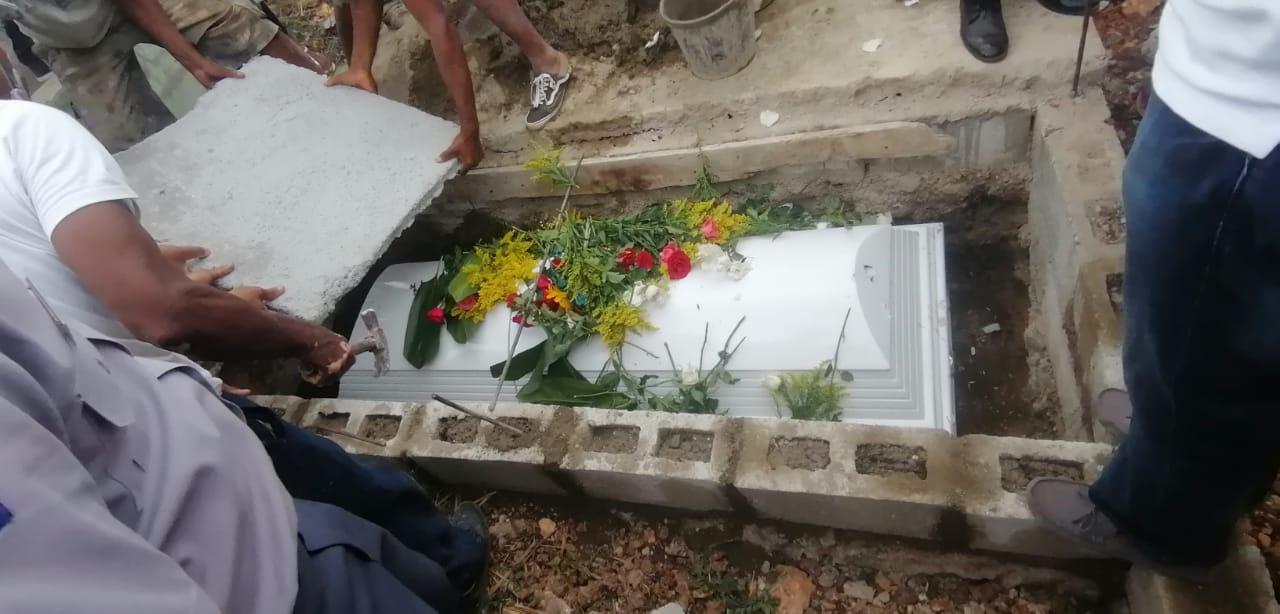 Sepultan restos del segundo teniente PN asesinado para asaltarlo