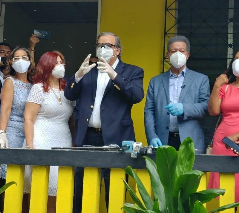 PDQC encabezado por Elías Wessin y cientos de dirigentes reciben al candidato presidencial Leonel Fernández