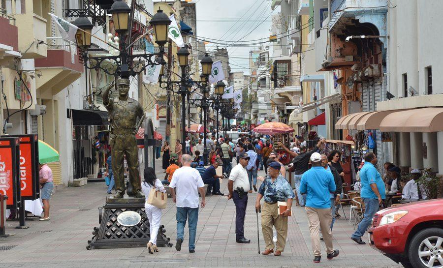 Los dominicanos se echan a las calles para despedir la cuarentena con la mira puesta en las elecciones