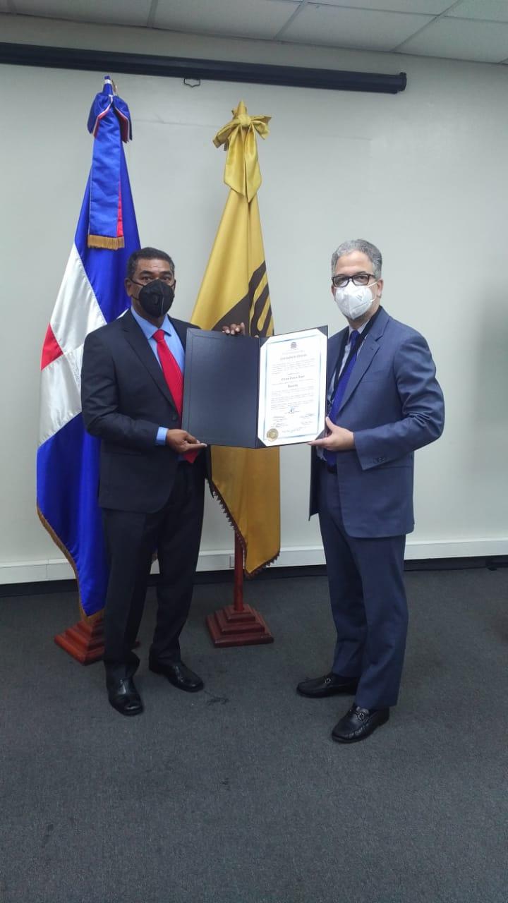 Carlos García recibe certificado de elección como diputado