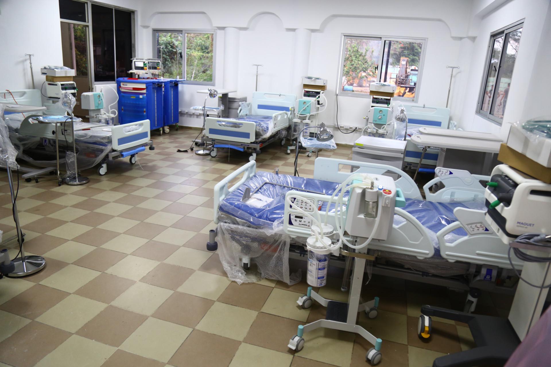Ministro garantiza más camas para pacientes de COVID-19 ante aumento de casos