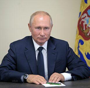 Putin: Unos 60 buques militares rusos se encuentran en zonas clave de los océanos