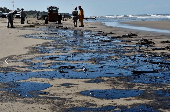 Se derraman cerca de 40.000 litros de petróleo en el mar tras la explión de una barcaza en Filipinasos