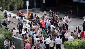 Un sismo de magnitud 6,6 sacude Indonesia  Un fuerte sismo de magnitud 6,6 ha sacudido Indonesia a las 22:54 GMT de este lunes,informael Servicio Geológico de EE.UU. (USGS, por sus siglas en inglés).  El temblor, de una profundidad de casi 529 kilómetros, tuvo su epicentro localizado a 93 kilómetros al norte de Batang.
