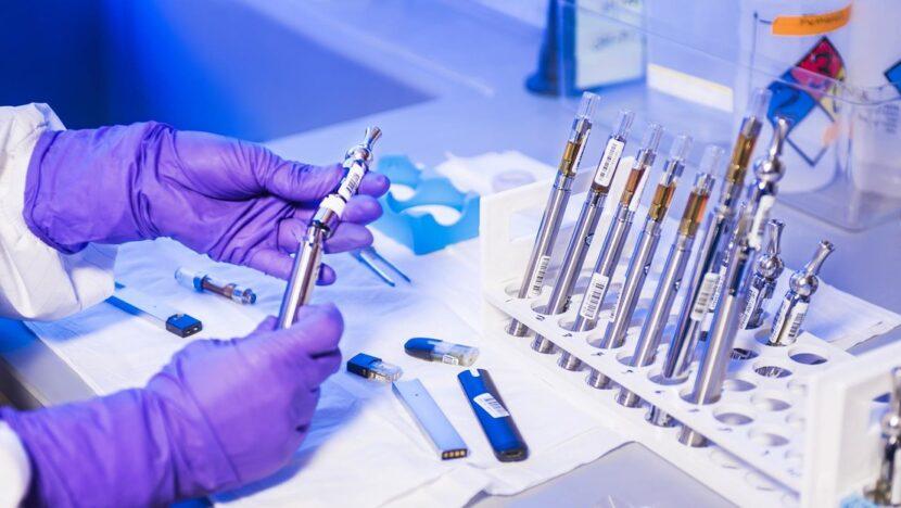 """Una vacuna británica """"extremadamente prometedora"""" crearía """"una doble defensa"""" contra el covid-19"""