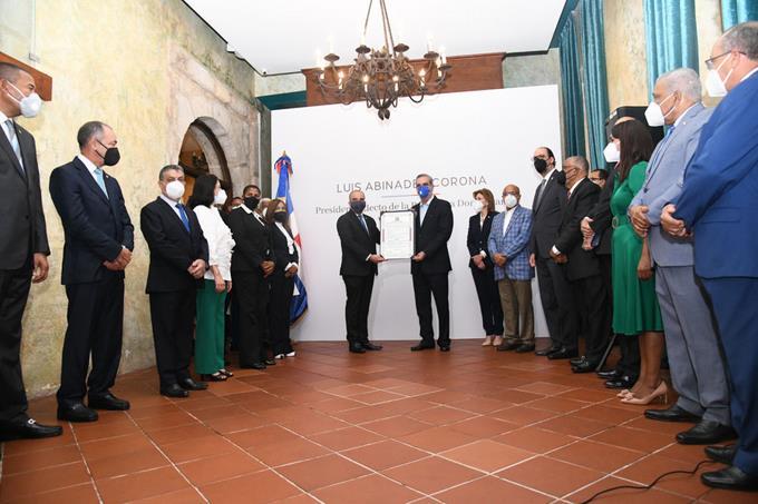 Abinader reunirá liderazgo del país por crisis Covid-19